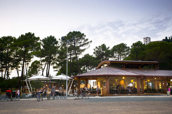 PuntAla Camp & Resort: a restaurant serving fresh sea-food at lunch and dinner, few steps away from the sandy beach of