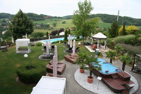 Maiers Kuschelhotel Loipersdorf Deluxe: Pool- Gartenbereich