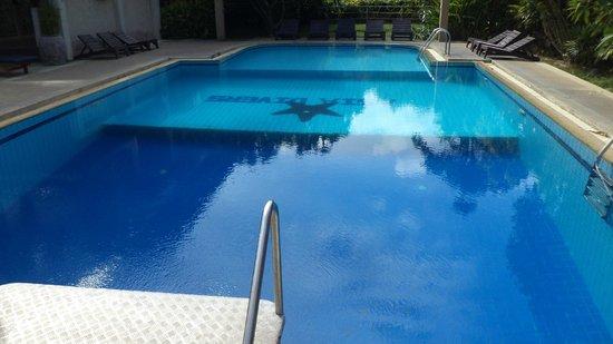 Asia Divers Resort : piscine