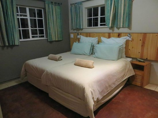 Berghaven Holiday Cottages: spotless bed