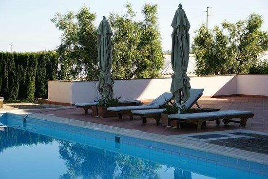 Villa Poggio Chiaro: Terras bij zwembad