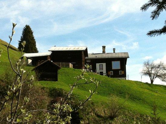 Nühus Bed & Breakfast & Mehr: Ansicht des Anwesens auf Bruschgaleschg