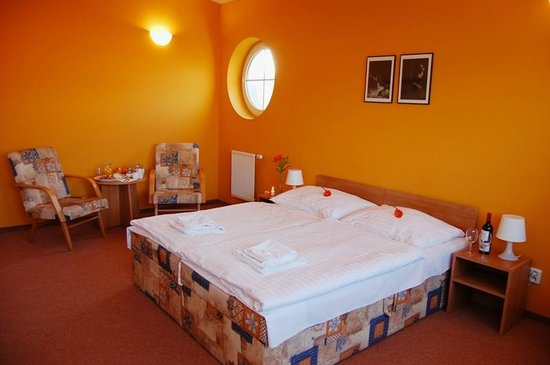 Alpin Avion: Orange room