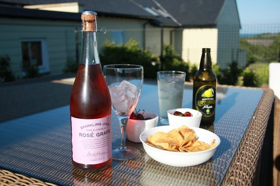 Dulas Bay B&B: Outside dining/relaxing area