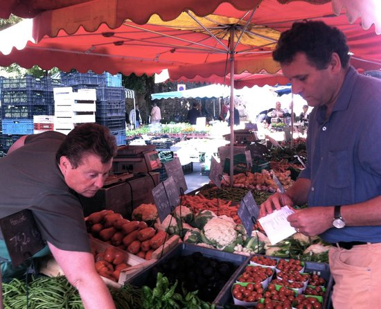 Château de Saint Paterne : visiting the market with Charles-Henry