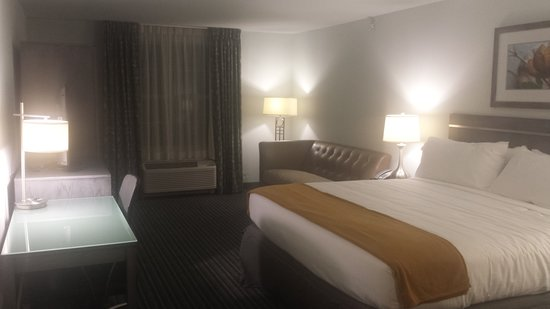 Holiday Inn Express Williamsburg North : King Executive Room with Pullout Sleeper Sofa