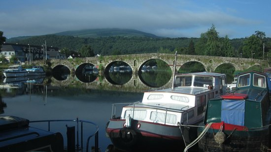 Mount Brandon Cottages: Early morning river scene in Graiguenamanagh