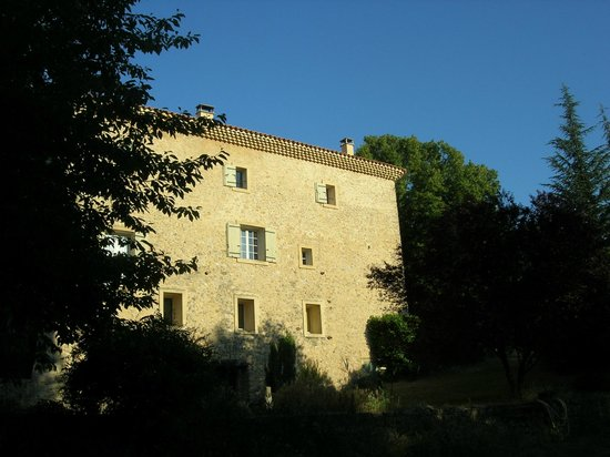 Moulin d'Antelon: Il mulino dalla piscina