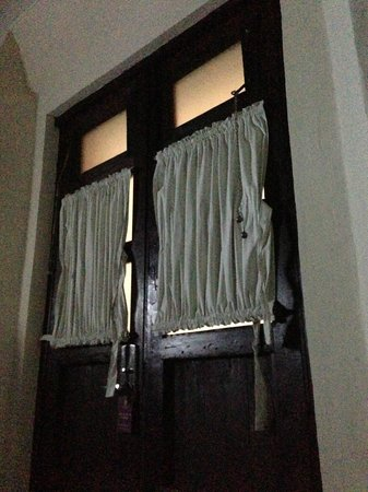 Hotel Casona San Antonio: This door let the light in all night...and day.
