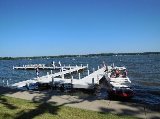 Lake Lawn Resort: Pier