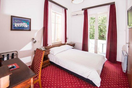 Hotel Sumratin: Room