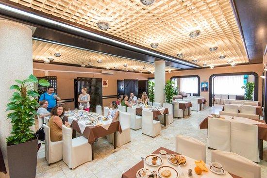 Hotel Sumratin: Indoor restaurant