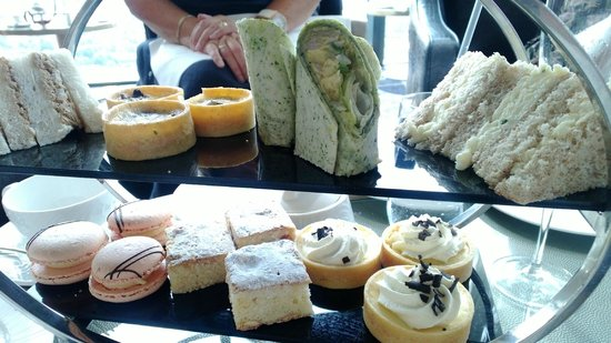 Hilton Manchester Deansgate: yummy cakes