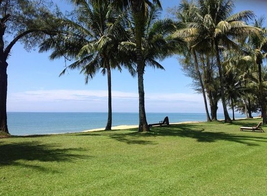 Club Med Cherating Beach: Unlike pool chairs, there is always a beach chair available.