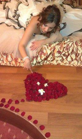 Maxima Slavia: Сердце из лепестков роз