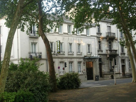 Hôtel Mirabeau : the outside view