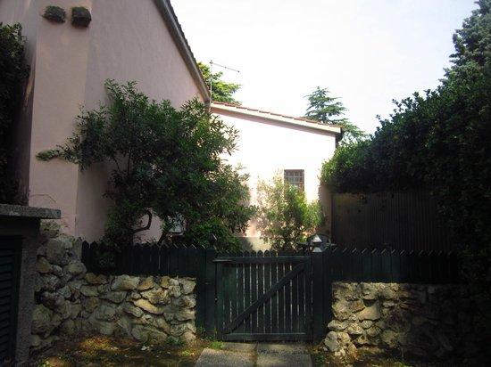 Agriturismo Campo al Sole: Giardino privato della camera