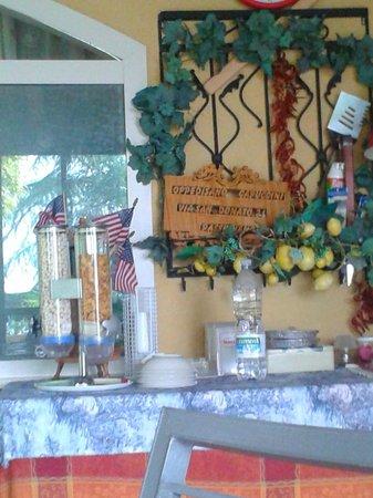 Villa Trasimeno : Corn Flakes, acqua morta e Baygon