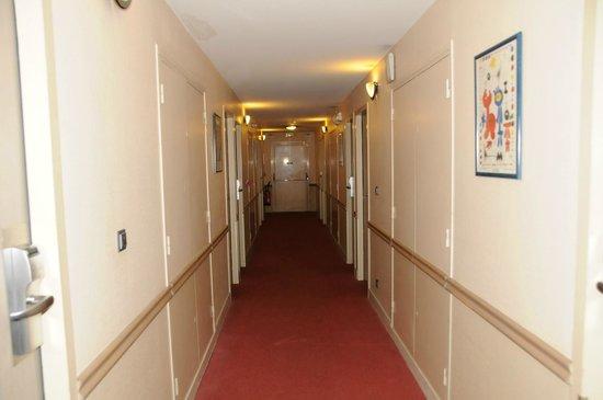 Mercure Paris Porte de Pantin: Way to rooms
