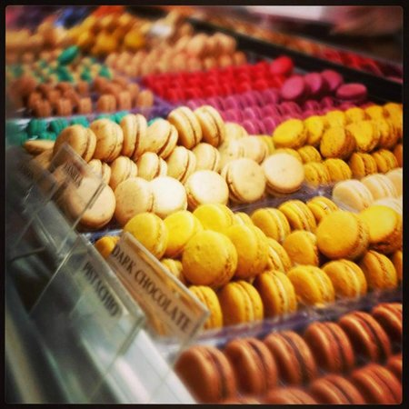 MacarOn Cafe: all the different macarons to try!!