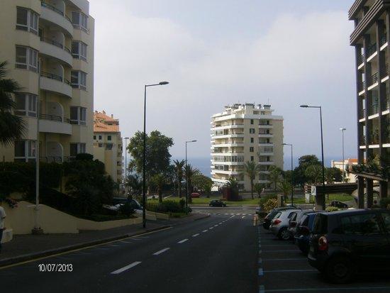 The Jardins d'Ajuda Suite Hotel: Vista para a avenida