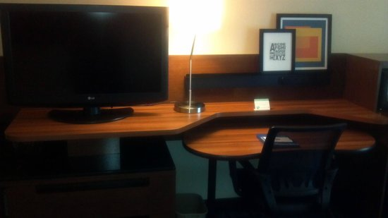 Fairfield Inn & Suites Portland South/Lake Oswego : Desk Area
