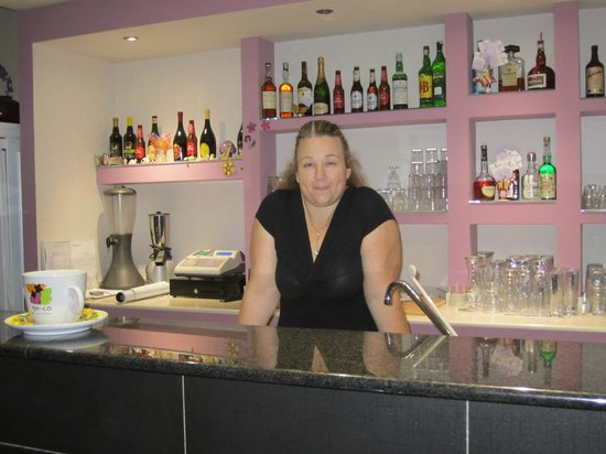 Kimama Bistrot: Enza the waitress at the Bar