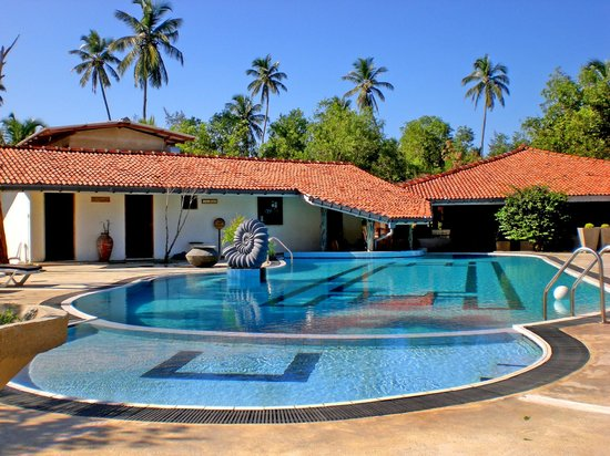 Suwaya Villa: Swimming pool
