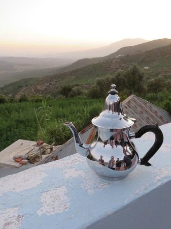 Gite Talassemtane: Moroccan Tea served on the gorgeous rooftop