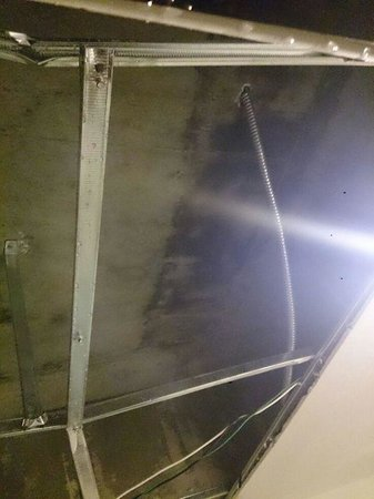 Alora Hotel: The ceiling after the crashed !