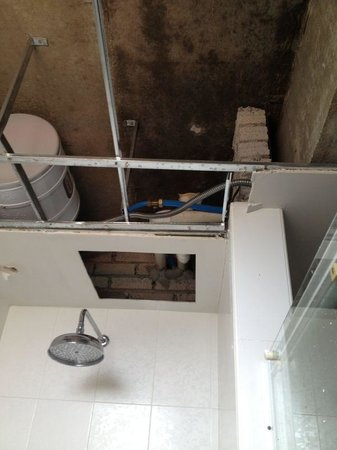 Alora Hotel: Ceiling crashed