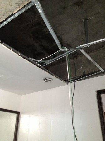 Alora Hotel: Ceiling crashed ~ almost kill me in d toilet !