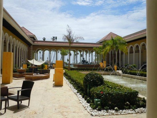 Paradisus Punta Cana: Part of walk in view