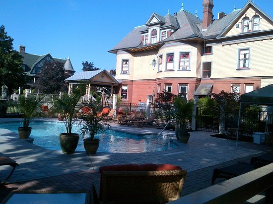 Union Gables Mansion Inn: Very Relaxing Pool Area