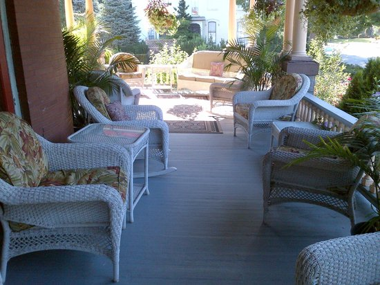 Union Gables Mansion Inn: Great Front Porch