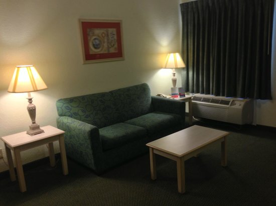 Super 8 Southaven: Two Room King Suite with Micro/Fridge
