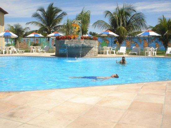 Coroa Vermelha Praia Hotel: Meu marido na piscina