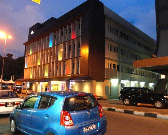 The Brunei Hotel: ブルネイホテル外観