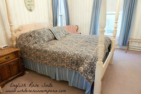 The White Rose Inn : The English Rose Suite