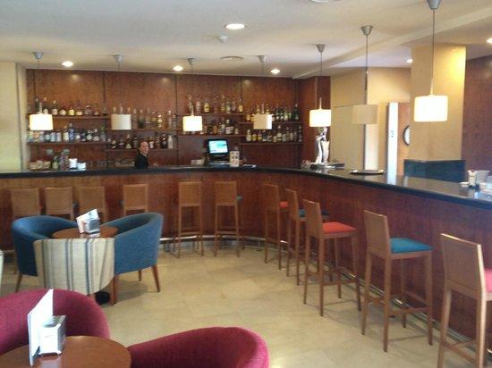 Catalonia Majorica Hotel: Saletta con Bar interno