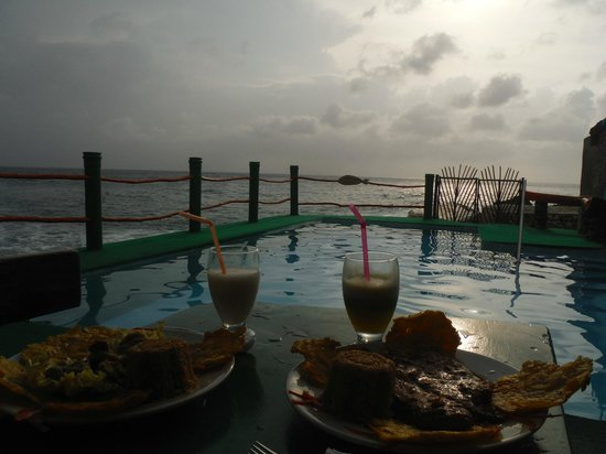 Punta Sur: Food, pool, sea and sunset :)