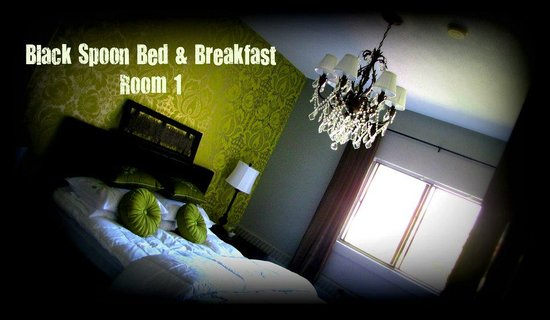 Black Spoon Bed & Breakfast: Room with private bathroom