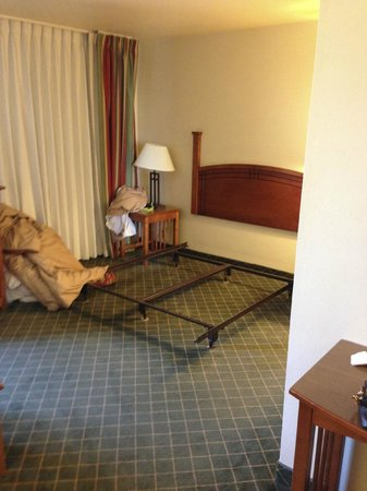 Staybridge Suites Middleton / Madison: Mattress whisked away