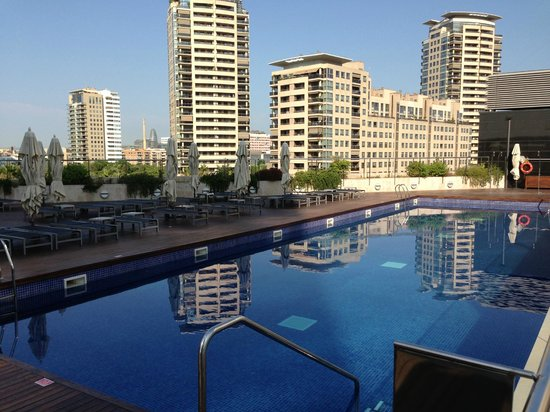 Hotel pool picture of hilton diagonal mar barcelona for Hilton barcelona booking