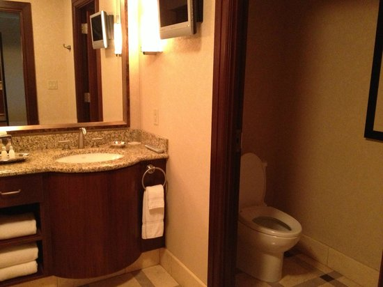 Ameristar Casino Resort Spa St. Charles: Separate area for toilet