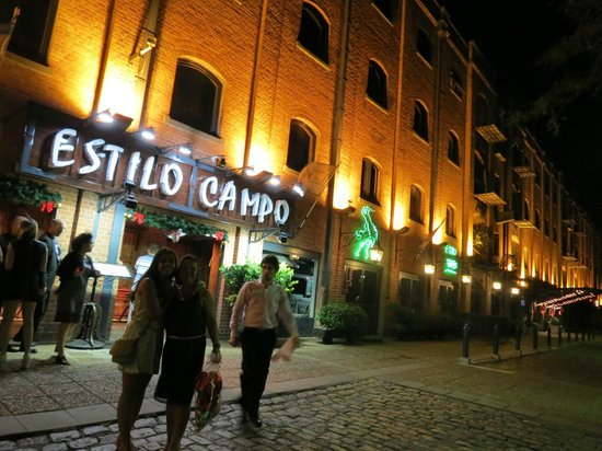 Restaurant Estilo Campo: Fachada Estilo Campo