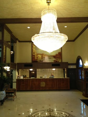 Chateau Suite Hotel, Downtown Shreveport: Lobby area