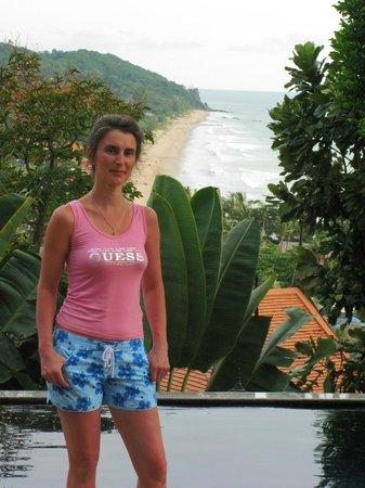 Rawi Warin Resort & Spa: Вид с самой высокой точки отеля на пляж