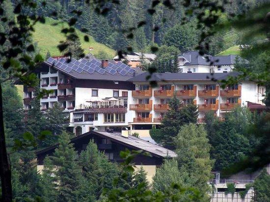 Wohlfuehl & Genusshotel Felsenhof: hotel visto da sud