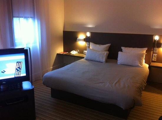 Novotel Suites Paris Roissy CDG: sleeping area